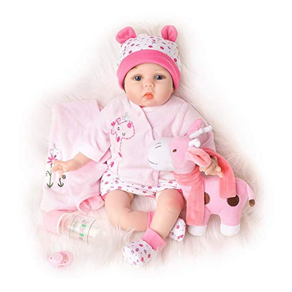 Questa reborn dolls rinata è vestita di rosa e ha un peluche.