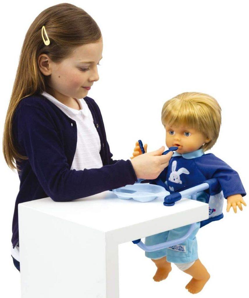Grazie al set da pranzo e al seggiolone, il vostro bambino sarà in grado di nutrire facilmente il suo bambino.